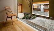 Lối đi cho sân vườn nhỏ: lát gỗ hay lát sỏi?