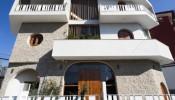 Ngôi nhà mang hai khuôn mặt đối lập ở Đà Lạt