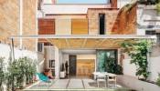 Khám phá Barcelona: Mặt tiền ngôi nhà thu hút với thảm thực vật mát mẻ trải khắp sân nhà
