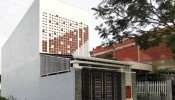 Filtered Wall House: Ngôi nhà hướng Tây tránh nóng nhờ đâu?