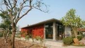 Cùng soi Maison A - Thiết kế với gạch thông gió đỏ đầy ấn tượng