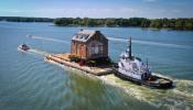 Biệt thự cổ được chuyển qua sông với chi phí 1 triệu USD