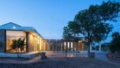 Khám phá TBH House: Sự kết hợp độc đáo giữa gạch xây thô và kính