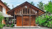 Nhà gỗ ấm áp tọa lạc giữa cảnh quan vùng nhiệt đới