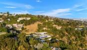 Mãn nhãn với căn biệt thự tuyệt đẹp ở Beverly Hills hình bộ xương khủng long