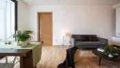 Giải pháp thiết kế đơn giản cho căn hộ 75m2 hai phòng ngủ bị thiếu sáng