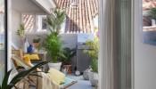 Khám phá không gian 'chất lừ' bên trong ngôi nhà 100m2 tại Madrid, Tây Ban Nha