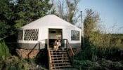 Căn lều hiện đại trên đảo vắng khiến nhiều người thích thú