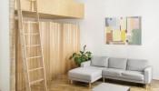 Sắc trắng và nội thất gỗ kết hợp hoàn hảo trong căn hộ có gác lửng