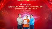 Stella Mega City bàn giao số đỏ cho khách hàng đúng cam kết