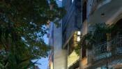 Ấn tượng trước ngôi nhà kết hợp giữa gạch nung, gỗ, gạch thông gió