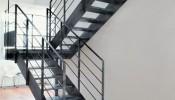 Chọn cầu thang sắt hay gỗ trong thiết kế nhà