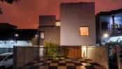 Fitted House – Giải pháp tận dụng không gian chật hẹp và bảo vệ gia đình trước môi trường ô nhiễm bên ngoài