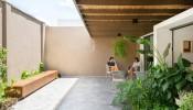 """Oasis House – Căn nhà """"Ốc đảo"""" xanh mát với khoảng sân trong đầy tự tại, an nhiên"""