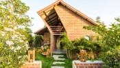 Palasvada Residence – Ngôi nhà gạch đỏ, mái vát, và những khoảng xanh tươi mát chan hòa với thiên nhiên