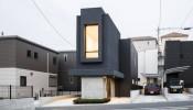 Slender House – Ngôi nhà Nhật siêu mảnh với giải pháp thiết kế bên ngoài thì tối, bên trong lại sáng thoáng bất ngờ