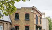 Love Walk House: Nét tinh tế và đầy mới mẻ trong căn nhà mang kiến trúc Anh kiểu cũ