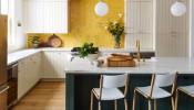 Xu hướng thiết kế phòng bếp mùa hè với tông màu vàng và xanh lá cây