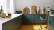 Xóa tan nắng nóng mùa hè với cách decor bếp kết hợp màu xanh và màu vàng táo bạo