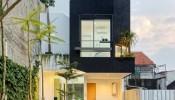Nằm trên khu đất chỉ 60m2, Linaya House vẫn đầy đủ tiện nghi và còn có cả góc xanh quanh nhà
