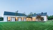 """The Star House – Ngôi nhà """"sáng"""" suốt cả ngày với thiết kế như được thiên nhiên ôm trọn vào lòng"""