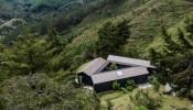 """Ngôi nhà """"độc chiếm"""" cả vùng núi rừng bao la, là nơi gia chủ tìm về cuộc sống thiên nhiên trong lành, tĩnh tại"""