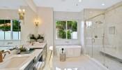 Phòng tắm ở trung tâm ngôi nhà có cách hóa giải không?