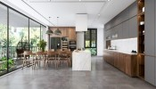 Thiết kế nội thất penthouse với gỗ óc chó