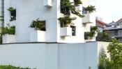 Ngôi nhà thơ mộng với những ô cửa xanh đầy ngẫu hứng ở TP. HCM
