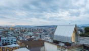 Parasite House – Tổ ấm 12m2 thu trọn bầu trời đầy sao lấp lánh giữa lòng thành phố