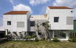Ấn tượng với gian bếp elip trong ngôi nhà 2,5 tầng ở ngoại ô Sài Gòn
