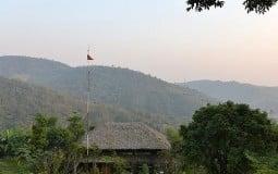 Khám phá ngôi nhà gỗ mộc mạc trên sườn đồi Hòa Bình