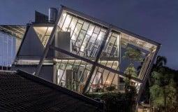 Thiết kế độc đáo của ngôi nhà nghiêng 70 độ giữa trời - Rumah Miring