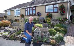 Vợ chồng người Anh biến khu vườn thành ngôi làng thu nhỏ