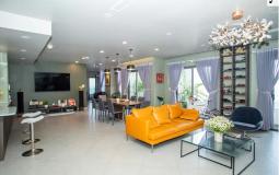 Bên trong căn hộ có phòng khách rộng tới 100m2 ở Sài Gòn