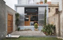 Ngắm nhà độc lạ với thiết kế tự thu nhiệt và chống nắng
