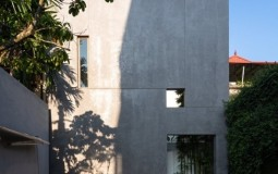 Ấn tượng ngôi nhà có tường bao cao 9m của cặp vợ chồng hướng nội