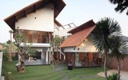 """Ngôi nhà có phần mái """"phiêu diêu"""" cực hút mắt ở Indonesia"""