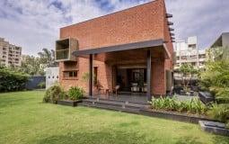 Thiết kế theo phong cách hướng nội, nhà gạch mộc vẫn ngập tràn nắng gió