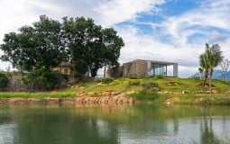 """Mê mẩn trước vẻ đẹp sang trọng của ngôi nhà """"nửa nổi nửa chìm"""" tại Cam Ranh"""