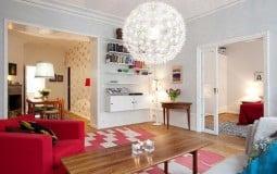 Căn nhà trở nên tươi mới, ngập tràn sức sống với hai tông màu chính: đỏ và xanh