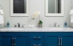 """""""Một nghìn lẻ một"""" cách phối màu xanh dương cho phòng tắm"""