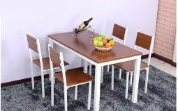 Phòng bếp hiện đại với mẫu bàn ăn chân sắt