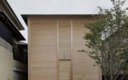 Căn nhà Nhật không có cửa sổ của con trai dành tặng người mẹ ốm yếu và ý nghĩa đặc biệt phía sau