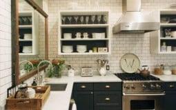 10 ý tưởng treo gương trên bồn rửa nhà bếp