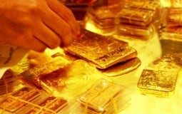 Giá vàng hôm nay 25/7: Thế giới tiếp tục tăng cao lên trên mốc 1.900 USD, SJC ngược chiều đi xuống