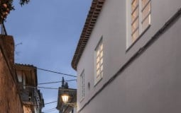 Dos Oleiros House – Nhà trong hẻm phố không hề chật hẹp, bí bách mà sáng thoáng, tiện nghi bất ngờ