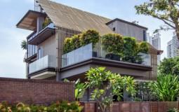 Nhà 4 tầng hiện đại của gia đình 6 người xây dựng trên mảnh đất hình thang với thiết kế ôm trọn thiên nhiên vào lòng