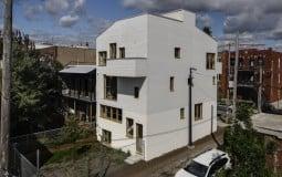 NMBHD – Nhà phố 90m2 của gia đình trẻ, cứ tưởng toàn bê tông mà bên trong lại sở hữu tới 3 khu vườn xanh mướt