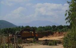 Bình Định: Công ty TNHH Thanh Huy khai thác đất trái phép ở núi Hòn Ách